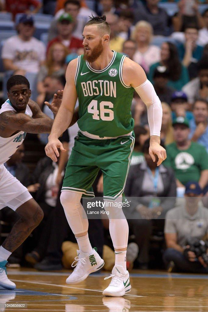 Boston Celtics v Charlotte Hornets : Fotografía de noticias