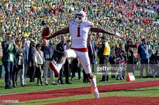 Aron Cruickshank of the Wisconsin Badgers celebrates after scoing a 95 yard touchdown against the Oregon Ducks in the Rose Bowl game presented by...