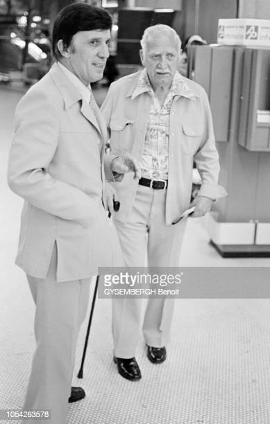 Aéroport de Roissy France août 1977 Ralph M LEWIS imperator de l'AMORC arrive en France pour participer à la convention mondiale de l'ordre des...