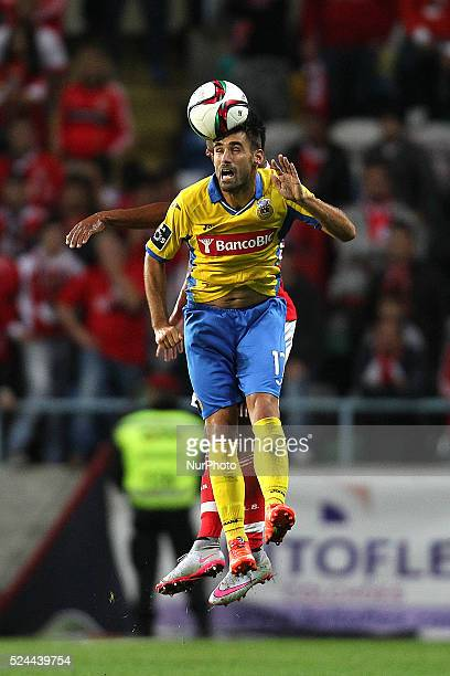 Arouca's Portuguese forward Roberto Rodrigo vies with Benfica's Portuguese defender Eliseu during the Premier League 2015/16 match between FC Arouca...