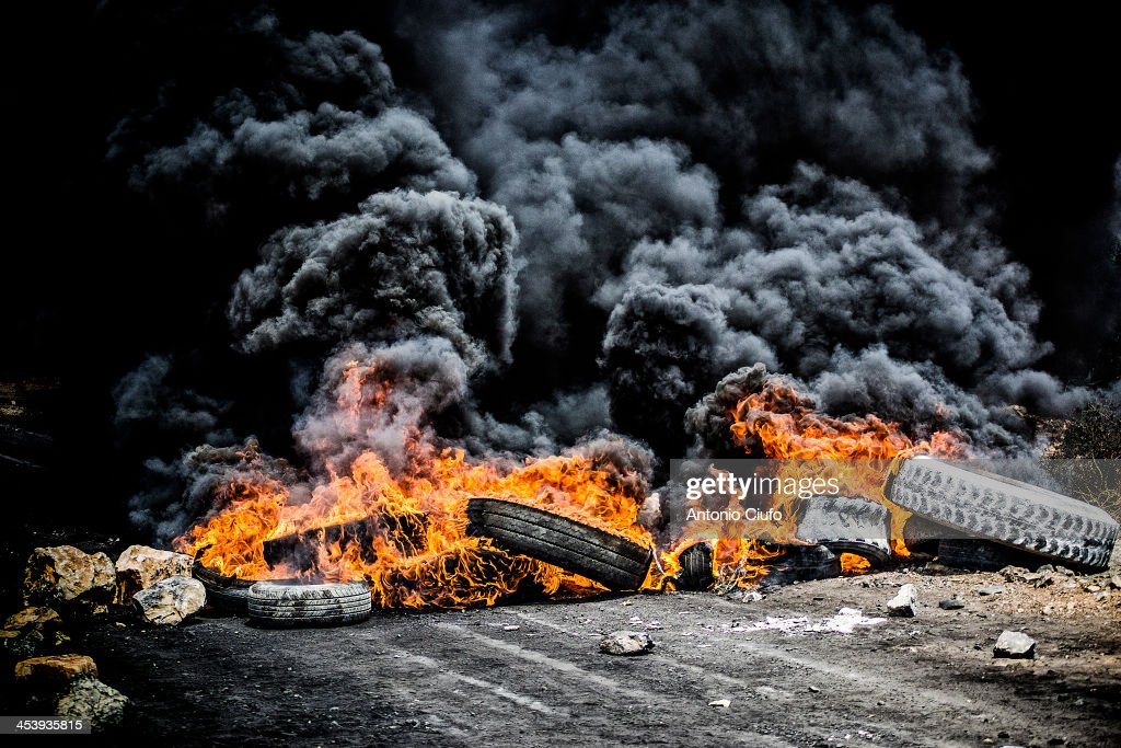 Burning tires : News Photo