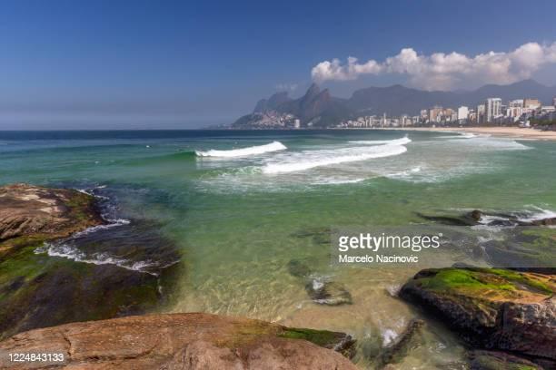 arpoador beach in ipanema, rio de janeiro - marcelo nacinovic stock pictures, royalty-free photos & images