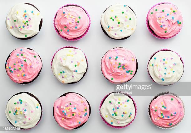 Rosa und weiße Cupcakes