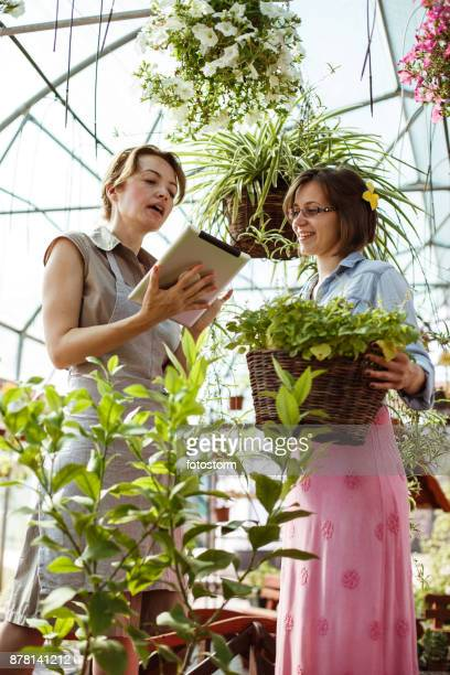 Arranging a deal with flower shops