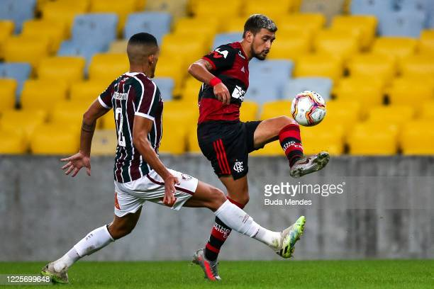 Arrascaeta of Flamengo controls the ball against Gilberto of Fluminense during the match between Flamengo and Fluminense as part of the Taca Rio the...