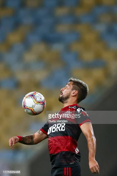 Arrascaeta of Flamengo controls the ball with his chest during the match between Flamengo and Fluminense as part of the Taca Rio the Second Leg of...