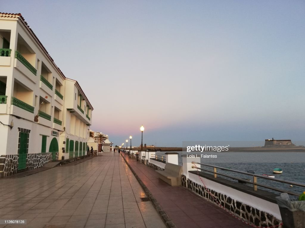 Arrecife street at sunset : Foto de stock