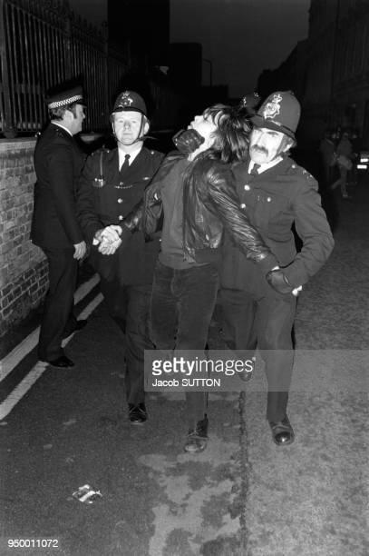 Arrestation de Skinhead par la police en février 1981 RoyaumeUni