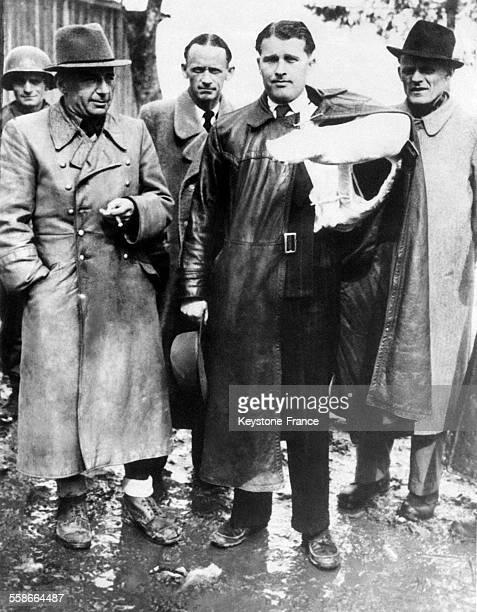 Arrestation du professeur Wernthern von Braun inventeur du missile V2 et de gauche à droite le général Walther Dornberger directeur du laboratoire...