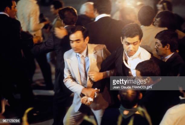 Arrestation du prêtre agitateur Juan Fernandez Krohn après avoir blessé le pape Jean Paul II le 13 mai 1982 à Fatima Portugal