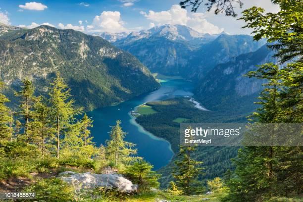 arrial uitzicht op lake königssee in nationalpark berchtesgaden - beieren stockfoto's en -beelden
