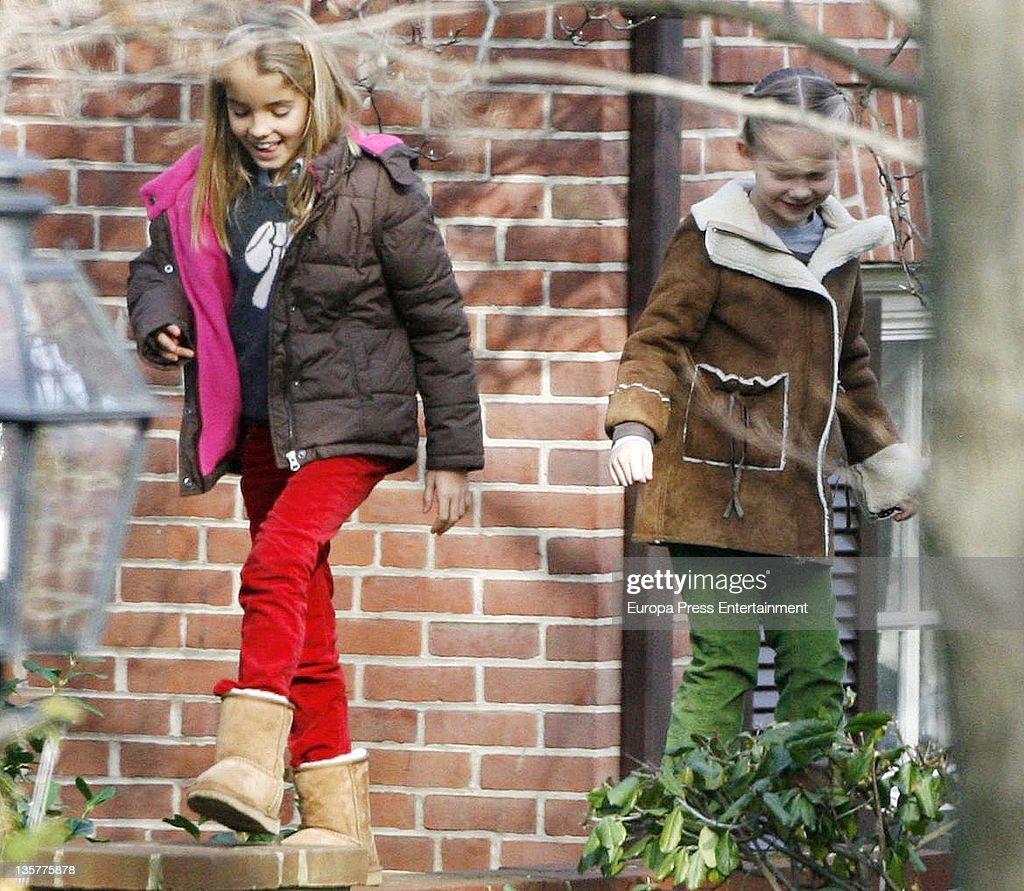 Princess Alexia of Greece And Duke of Palma With Families Sighting In Washington - December 3, 2011 : Fotografía de noticias