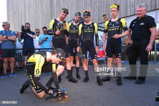 Arrival / Daryl Impey of South Africa / Roger Kluge of Germany / Lucas Hamilton of Australia / Damien Howson of Australia / Cameron Meyer of...