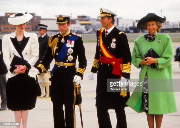 Arrival in England of the Spanish Kings received by Prince Charles and his wife Lady Diana, 22nd April 1986, London, England.)