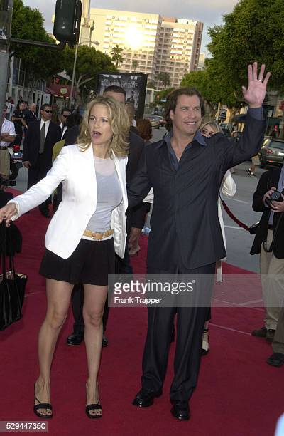 Arrival of Kelly Preston and of John Travolta to the Mann's Village Theater