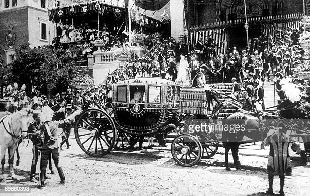arrival of princess Ena at the church for the wedding of king don Alfonso XIII of Spain and Victoria Eugenia of Battenberg in Madrid may 31 1906
