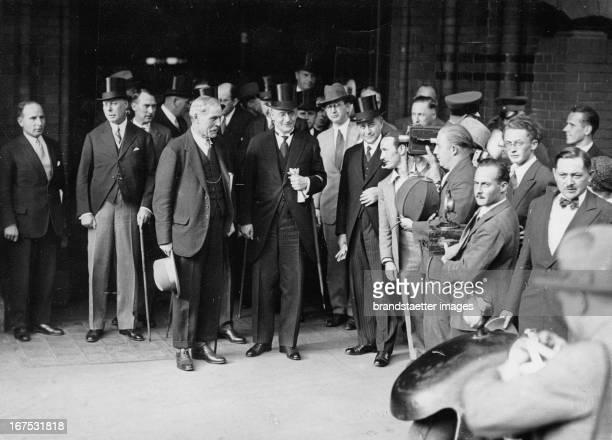 Arrival of Ramsay MacDonald in Berlin/Bahnhof Friedrichstraße. British ambassador Horace Rumbold - Britisch Premier Ramsay MacDonald - German...