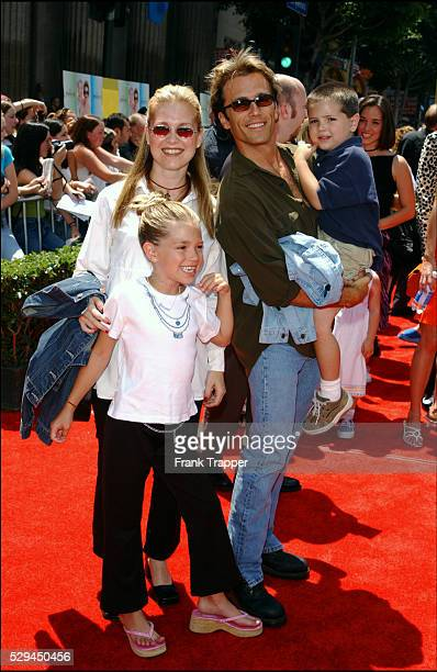 Arrival of Scott Reeves with his wife Melissa and their children Emily and Larry