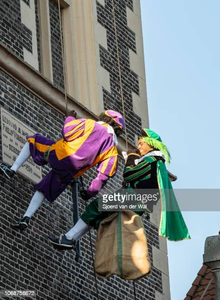 Arrival of Sinterklaas in the city of Kampen where two Black Petes helpers are abseiling from the New Tower on November 17 2018 in Kampen The...