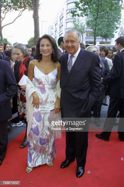 Arrival of the auctioneer Jacques Tajan and his wife to attend the screening of the film held to benefit the Claude Pompidou Foundation