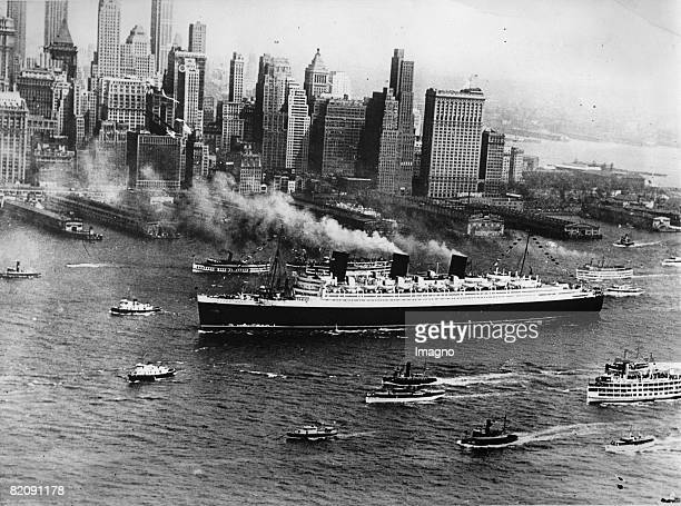 Arrival of the Queen Mary after the maiden trip in New York America Photograph August 8th 1938 [Ankunft der Queen Mary nach ihrer Jungfernfahrt in...