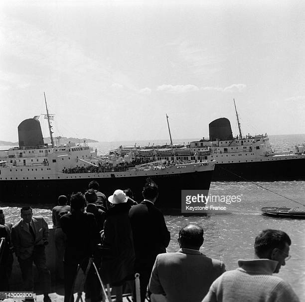 Arrival of the ship Ville De Marseille from Mers El Kebir Algeria with 1541 repatriated people from Algeria aboard in Marseille France on May 27 1962