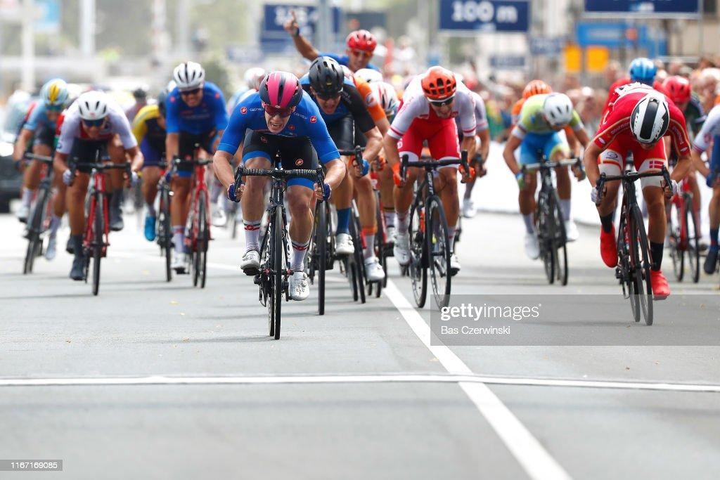 Ploegvoorstelling Telekom Arrival-sprint-alberto-dainese-of-italy-niklas-larsen-of-denmark-rait-picture-id1167169085