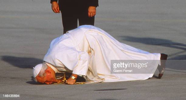Arrival to the airport of Barajas of the Pope John Paul II for a visit of ten days to several Spanish cities 31th October 1982 Madrid Spain