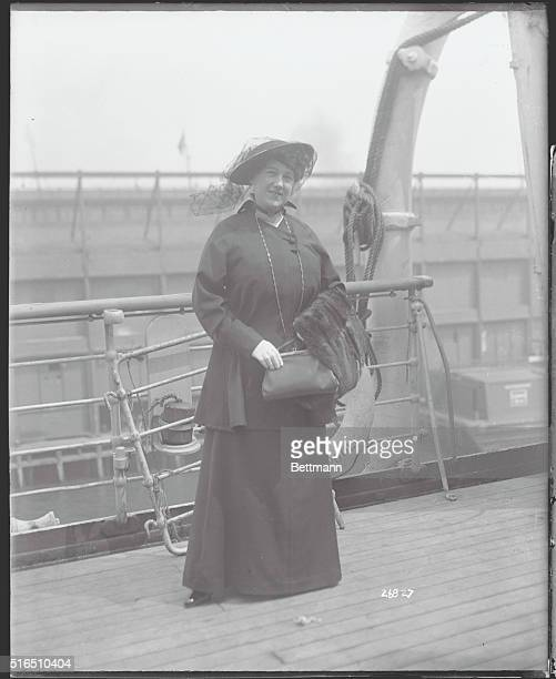 Arrivals On The S S Lusitania Hilda Spong