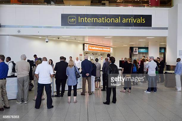 ご到着 - ガトウィック空港 ストックフォトと画像