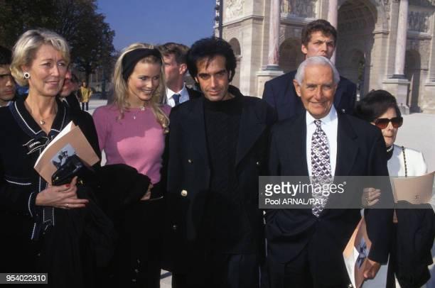 Arrivée de Claudia Schiffer accompagnée de sa mère Gudrun et de son compagnon David Copperfield qui est lui aux côtés de ses parents Hyman et Rebecca...