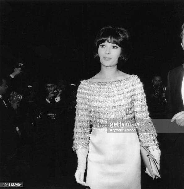 Arrivée de Dany Carrel au palais des festivals lors du Festival international du film à Cannes France en 1966