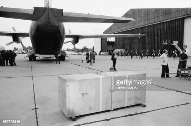 Arrivée de la momie de Ramsès II pharaon égyptien le 27 septembre 1976 à l'aéroport du Bourget France