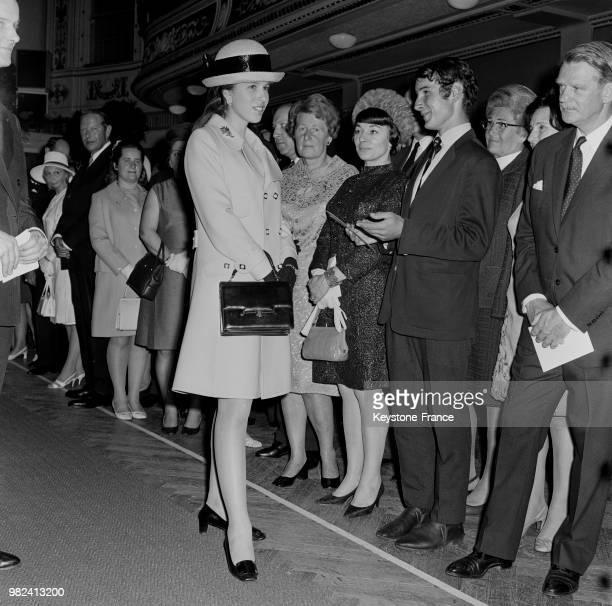 Arrivée de la princesse Anne du RoyaumeUni à l'aéroport de Vienne en Autriche le 8 mai 1969