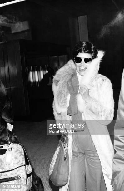 Arrivée de l'actrive américaine Raquel Welch en France le 3 février 1976