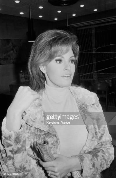 Arrivée de Raquel Welch à Orly en France le 10 février 1967