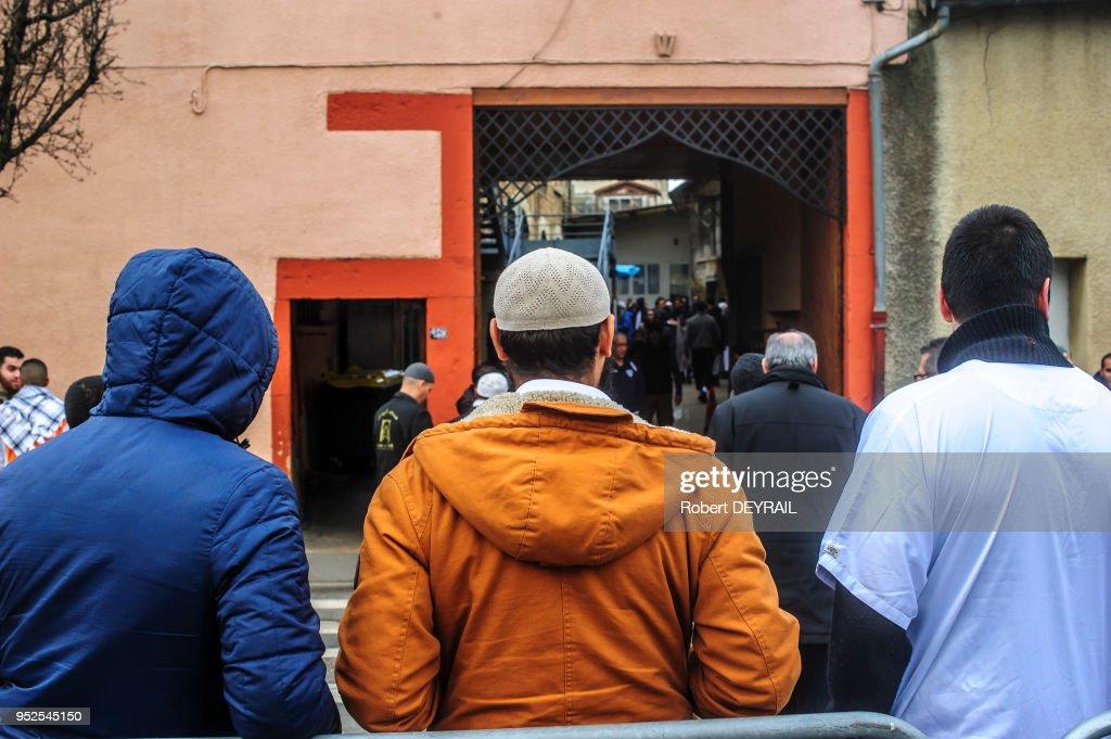 Attentat contre la mosquée de Villefranche sur Saone : News Photo