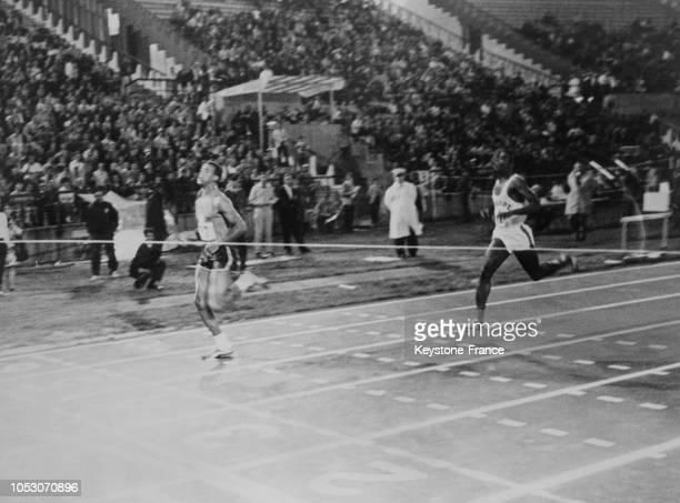 Arrivée du 200 mètres gagné par Carlos devant Bambuck largement devancé à Montréal Canada le 14 août 1967