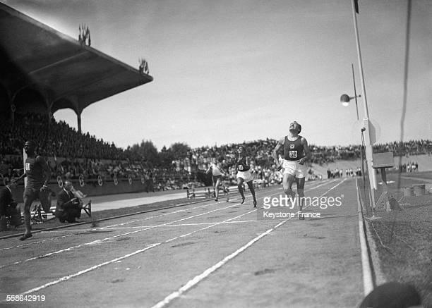 Arrivée du 200 mètres gagnés par Tala Kamara pendant la Fête de l'Athlétisme au stade de Vichy France circa 1940