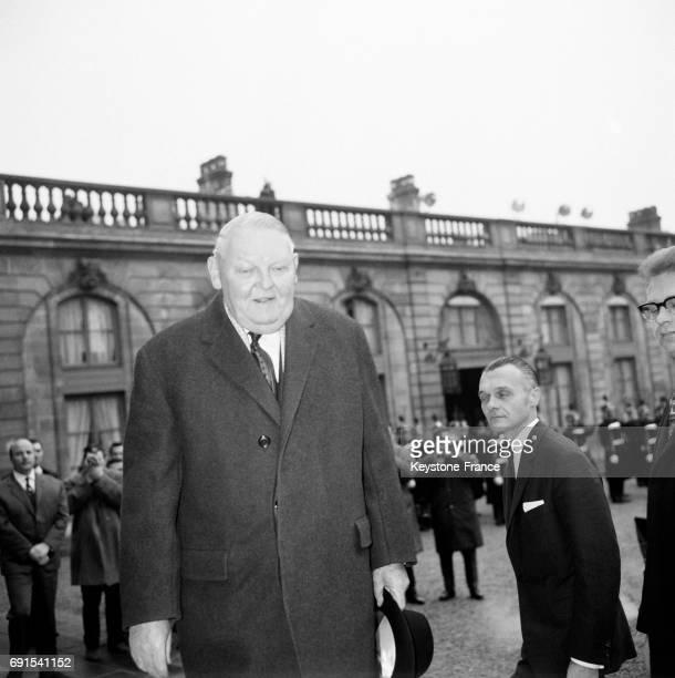 Arrivée du Chancelier Ludwig Erhard au Palais de l'Elysée à Paris France le 14 février 1964