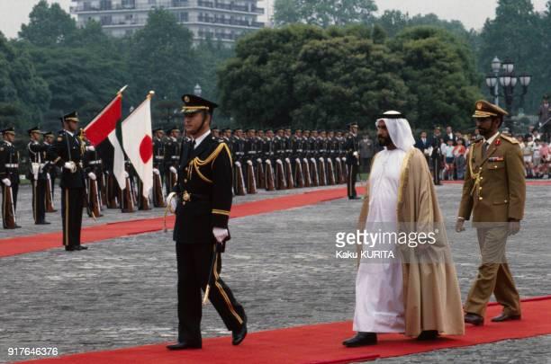 Arrivée du cheikh Zayed ben Sultan Al Nahyane à Tokyo au Japon le 14 mai 1990