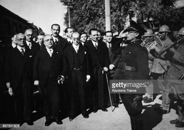 Arrivée du général Ioannis Metaxas président du conseil grec à la gare d'Ankara Turquie pour la conférence balkanique le 4 mars 1938