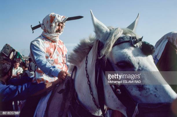 Arrivée d'un acteur à cheval pour la pièce de théâtre sur la fête musulmane de l'Achoura en février 1993 à Téhéran Iran