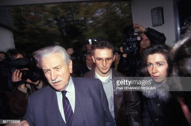 Arrivee de JeanMarie Villemin entre ses defenseurs Mes HenriRene Garaud et MarieChristine Chastant a la prison la veille de l'ouverture du proces le...