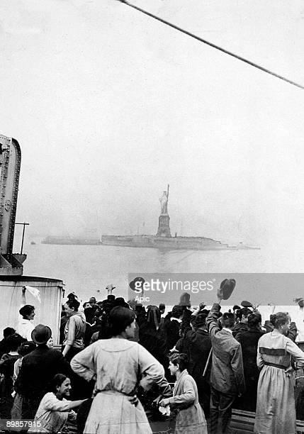 Arriving of immigrants in Ellis Island New York c 1905
