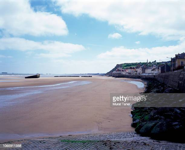 arromanches beach and mulberry harbor - arromanches stock pictures, royalty-free photos & images