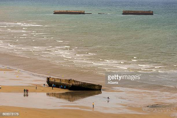 arromanches les bains, normandia, francia - juno beach normandy stock pictures, royalty-free photos & images