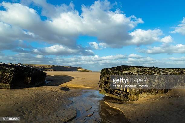 arromanches les bains, ruins of mulberry b or port winston, basse normandie, calvados, france - haute normandie stockfoto's en -beelden
