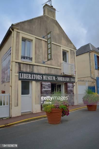 arromanches-les-bains, liberators museum. - arromanches stock pictures, royalty-free photos & images