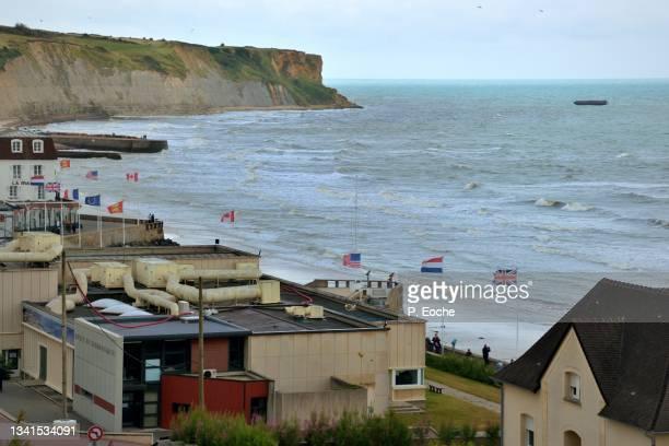 arromanches-les-bains, the landing museum - arromanches stock pictures, royalty-free photos & images